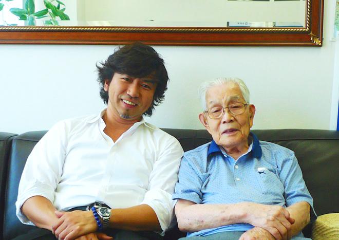 小野篤人、(故)染野青市(右)