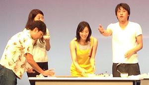 ステージ上ではお笑い芸人のフルーツポンチのお二人が会場をわかせていました。